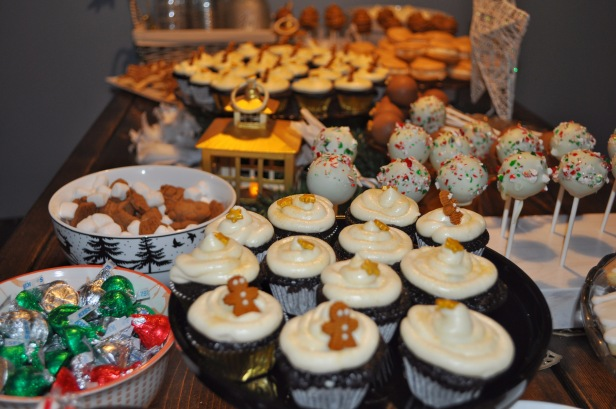 cake pops, macarons, cupcakes, mini cupcakes, sugar cookies, christmas party, holiday party, gold theme, sweet table