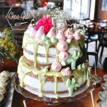 chao gato, montreal baker, montreal cakes, home baker, love to bake, sweet tables, montreal catering, montreal entrepreneur, bridal shower cake, cactus cake, lime curd cake, vanilla cake, semi naked cake
